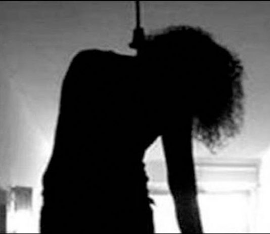 woman-hanging-mohali